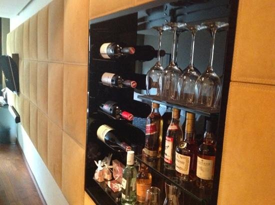 DO & CO Hotel Vienna: wall minibar room 607