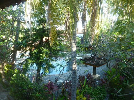 Puri Bali Hotel: Blick vom Zimmer auf den Poolbereich