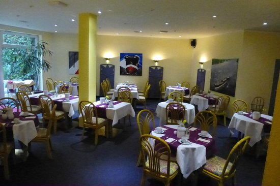 Amadeo Hotel Garni: Sala de pequenos-almoços