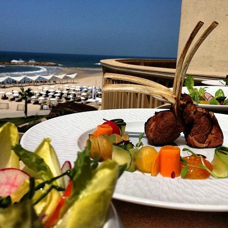 Accad Restaurant: Lamb shank... with a view to kill