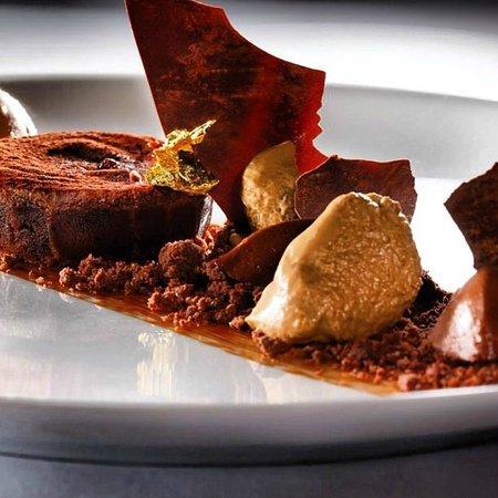 Accad Restaurant: Golden chocolate drops