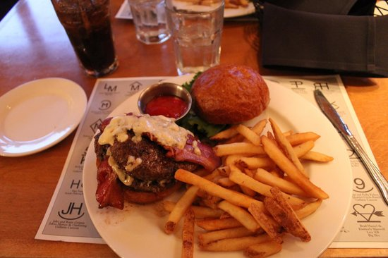Buck's T-4 Restaurant: Hamburger con blue Cheese