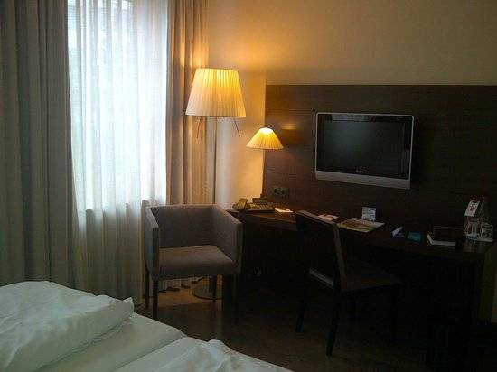 NH Düsseldorf Königsallee: chambre