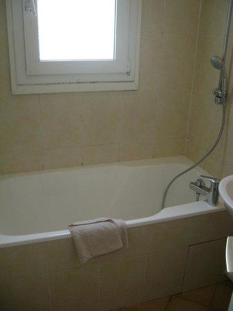 Pacific Hotel : la vasca del bagno