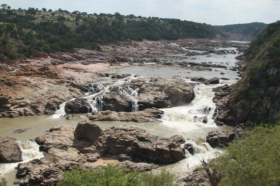 Chilo Gorge Safari Lodge: Falls about 15 minutes from the lodge