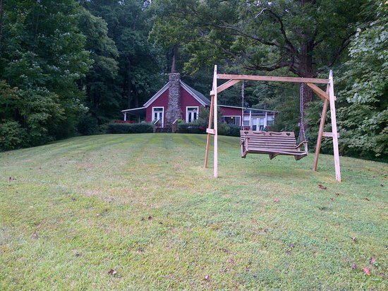 Timberwinds Log Cabins: The swing with the mountain view