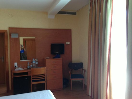 Hotel Horitzo: Our spacious double room