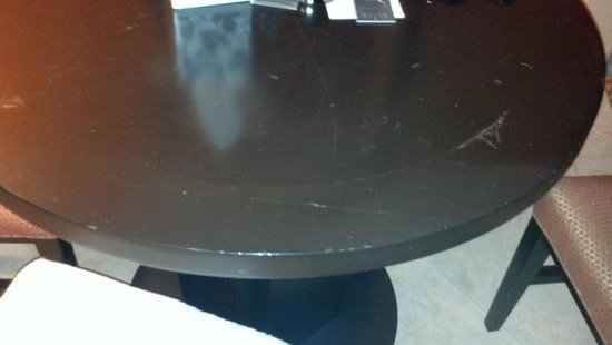 Bakersfield Marriott at the Convention Center: Peeling Dining Room Table #2