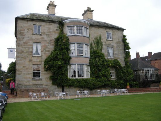 Dinham Hall Hotel: A view from the rear of the hotel