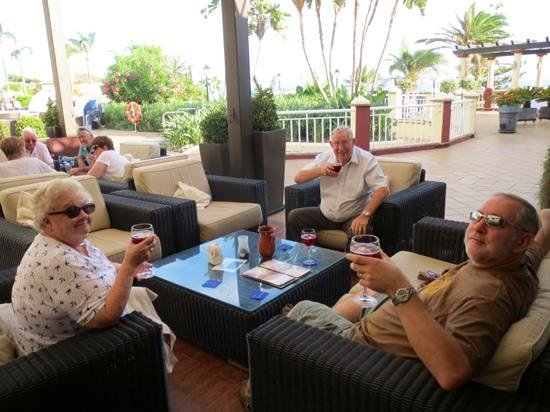 Marriott's Marbella Beach Resort: Sangria at the Chill Bar in the Marriot