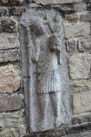 Jerpoint Abbey: Augen auf .. viele Figuren gibtb es zu entdecken.
