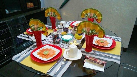 El Secreto B&B: Breakfast table setting