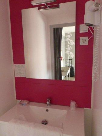 Au Bon Abri: Le coin salle de bain