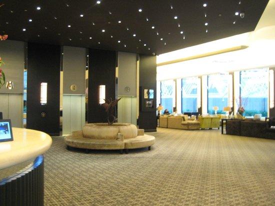 Sofitel Melbourne on Collins: Hotel lobby
