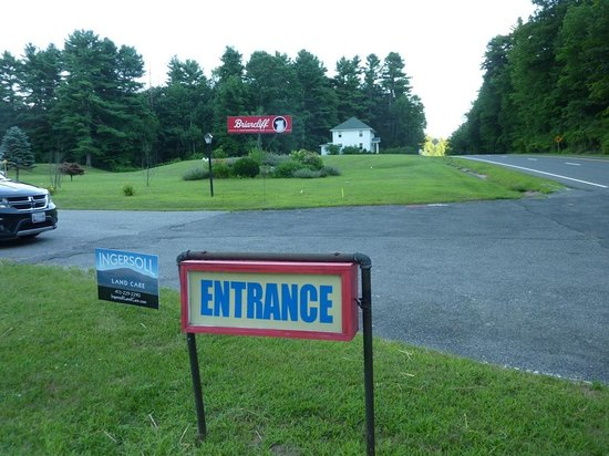 Briarcliff Motel: Entrance from the main road
