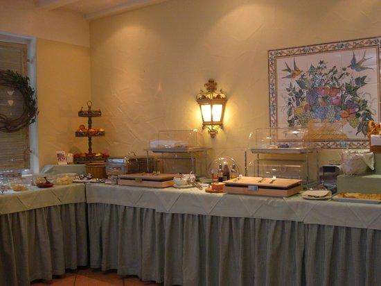 Hotel Bayerischer Hof: part of the  breakfast spread