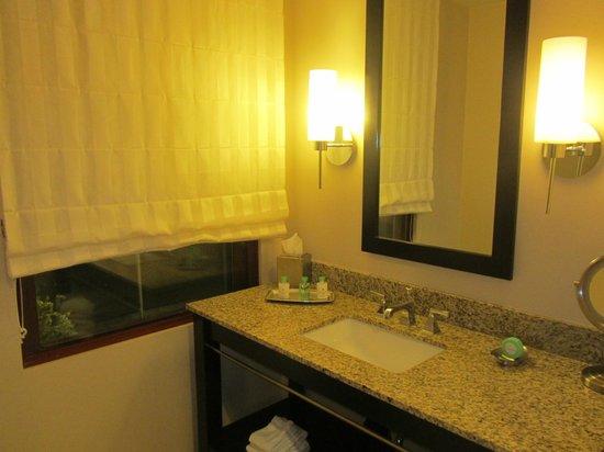 Colcord Hotel: Baño.