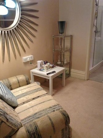 Grovefield Manor: sitting area in room