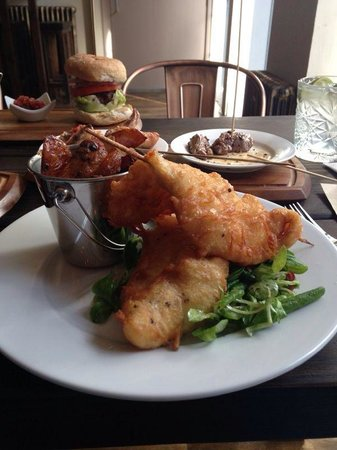The Priory Bar & Kitchen: Neat sharer and burger!