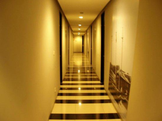 Loft Legian Hotel: The Hallway