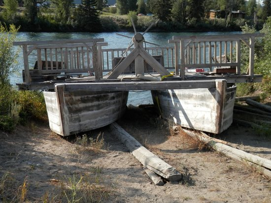 Menor's Ferry Historical Trail: Replica of ferry; amazing ingenuity!