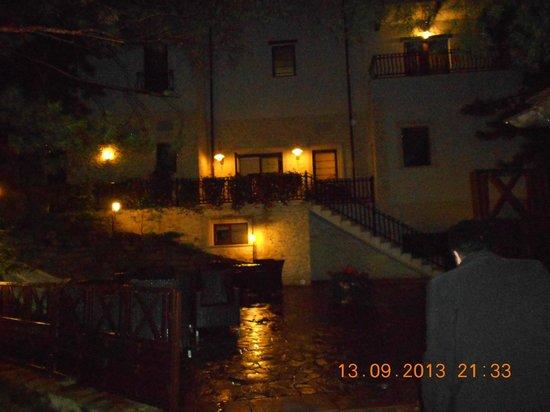 Helen Hotel Bacau: View hotel night