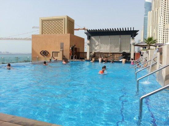 โซฟิเทล ดูไบ จูเมราห์บีช: Swimming Pool