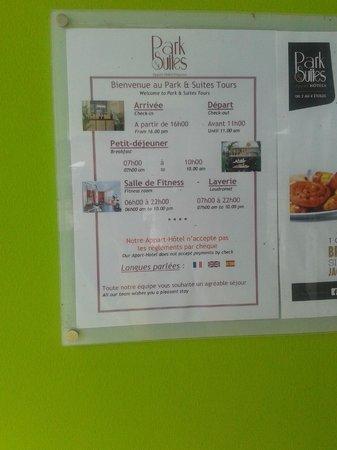 Appart'City Confort Tours: Cartel que certifica que hablan Español y luego es mentira