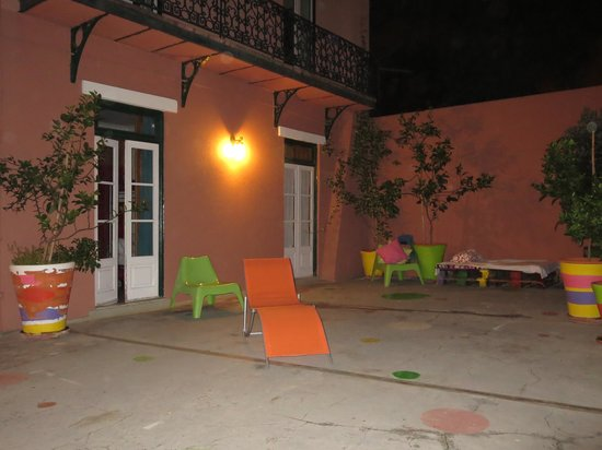 This is Lisbon Hostel : By night...
