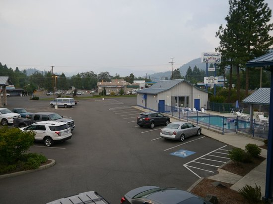 Edgewater Inn: Parkplatz