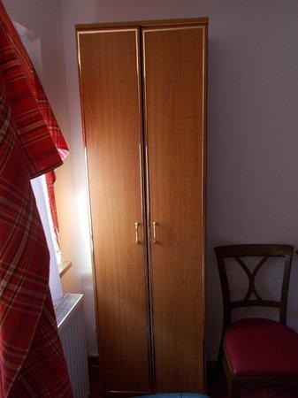 "Hotel ""Am Siebersturm"": Armadio"