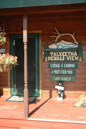 Talkeetna Denali View Lodge & Cabins: Main entrance