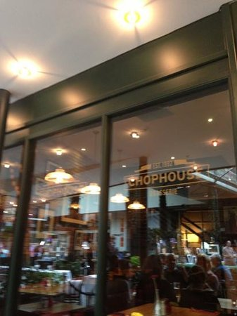 The Chophouse Brasserie and Bar : buen servicio y comida