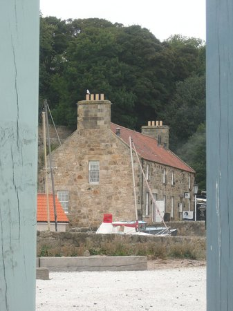 Dysart Harbour & Harbourmaster's House: View of the Harbourmaster's House from seafront