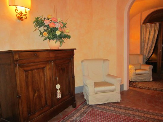 Hotel Relais Falisco: Salottino al primo piano