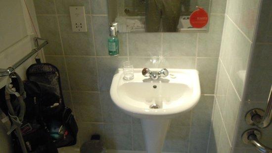 Bathroom Sinks Edinburgh bathroom sink without counter top - picture of jurys inn edinburgh