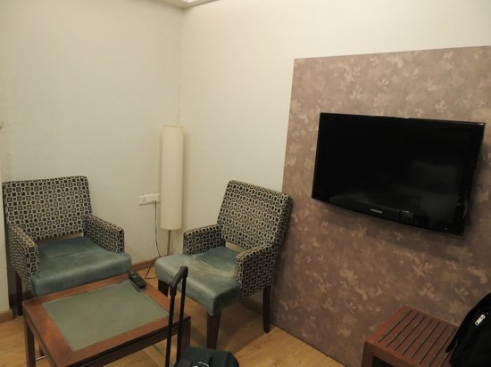 Treatotel : Sitting Area..Little congested since room was slightly smaller