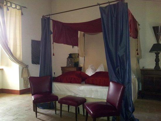 Torre della Botonta: stanza della seta