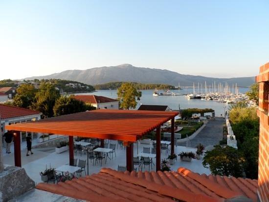 Hotel Borik: Front terrace
