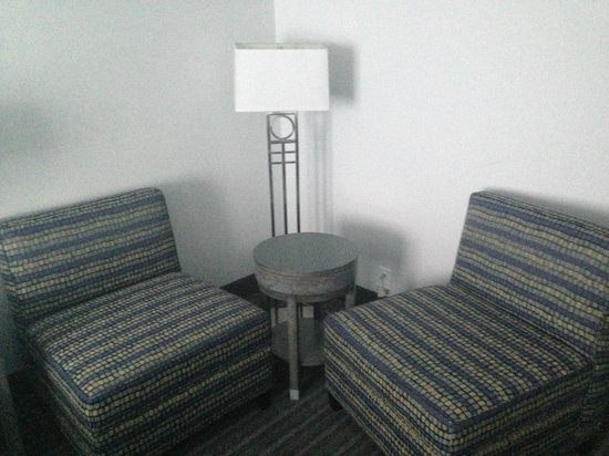 Comfort Inn Williamsburg Gateway: sitting area in room