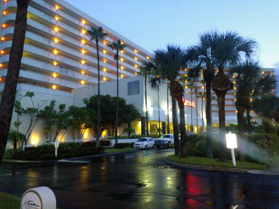 Clearwater Beach Marriott Suites on Sand Key: The hotel from the street