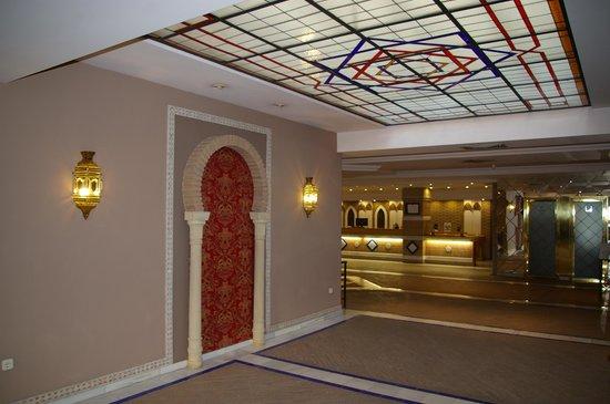 Hotel Macia Alfaros : La réception