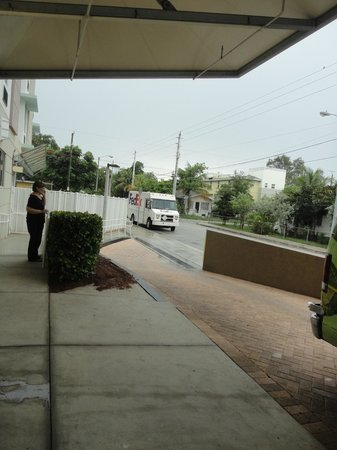 SpringHill Suites Miami Downtown/Medical Center : Front entrance view to right (pool in gated area)