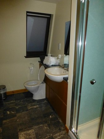 Winston Guest House: Bathroom