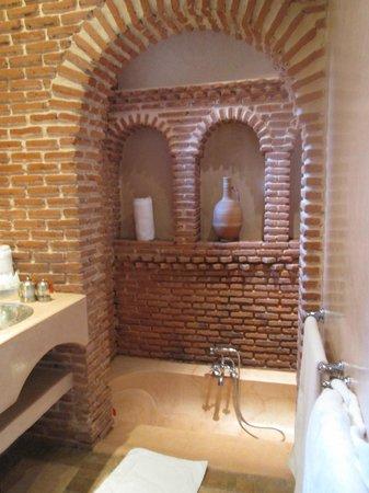 Riad Clémentine : salle de bain chambre 6