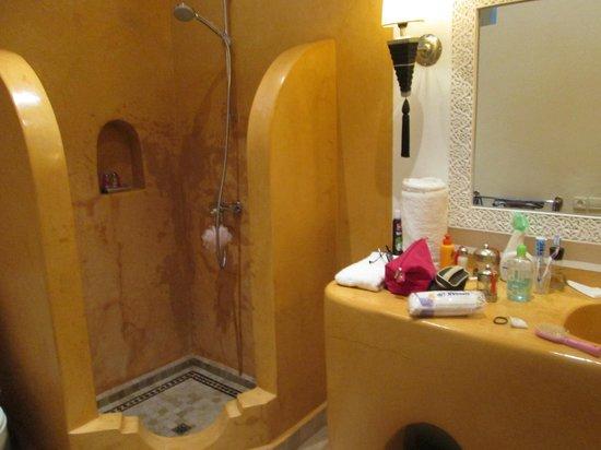 Riad Clémentine: salle de bain chambre 2