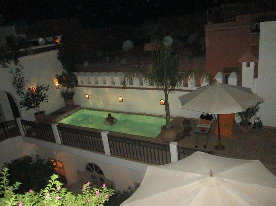 Piscine la nuit fotograf a de riad cl mentine marrakech for Piscine thiais