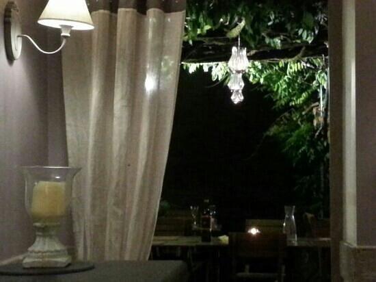 Le Cafe de Gavaudun : atmosphere...