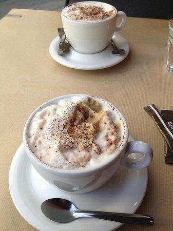 Café des Musées : Cappuccinos