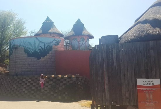 Emerald Resort & Casino : at the animal world, waiting for the game drive